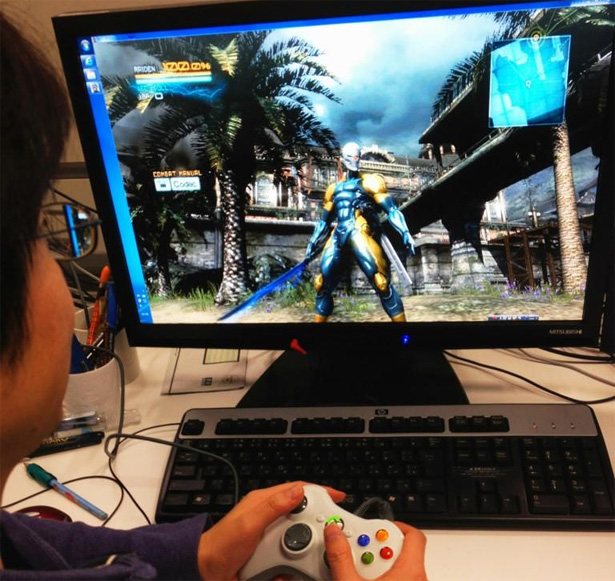 Metal Gear Rising - Kojima jugando con el Cyborg Ninja