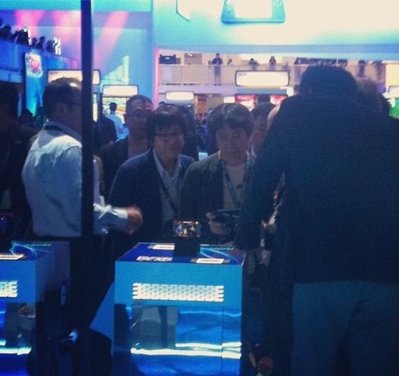 Miyamoto probando juegos de otras compañias - E3 2013