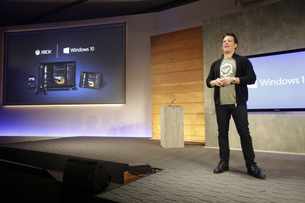 Evento Windows 10 - Phil Spencer con camiseta de Battletoads