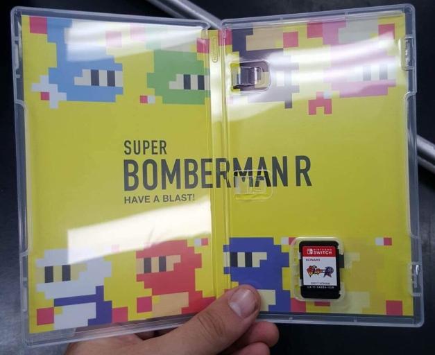 nintendo-switch-super-bomberman-r-interior-de-la-caja-jpg